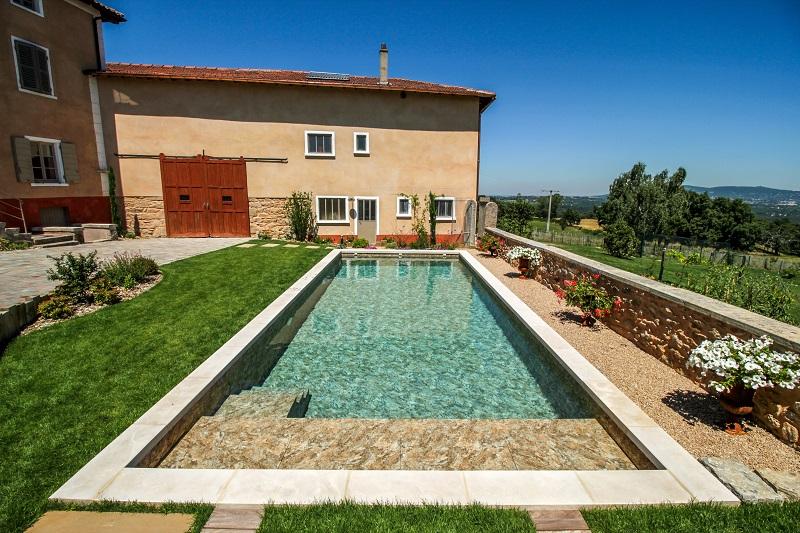 Un bassin unique avec pvc 3d vert et bleu piscine for Construction piscine zone verte