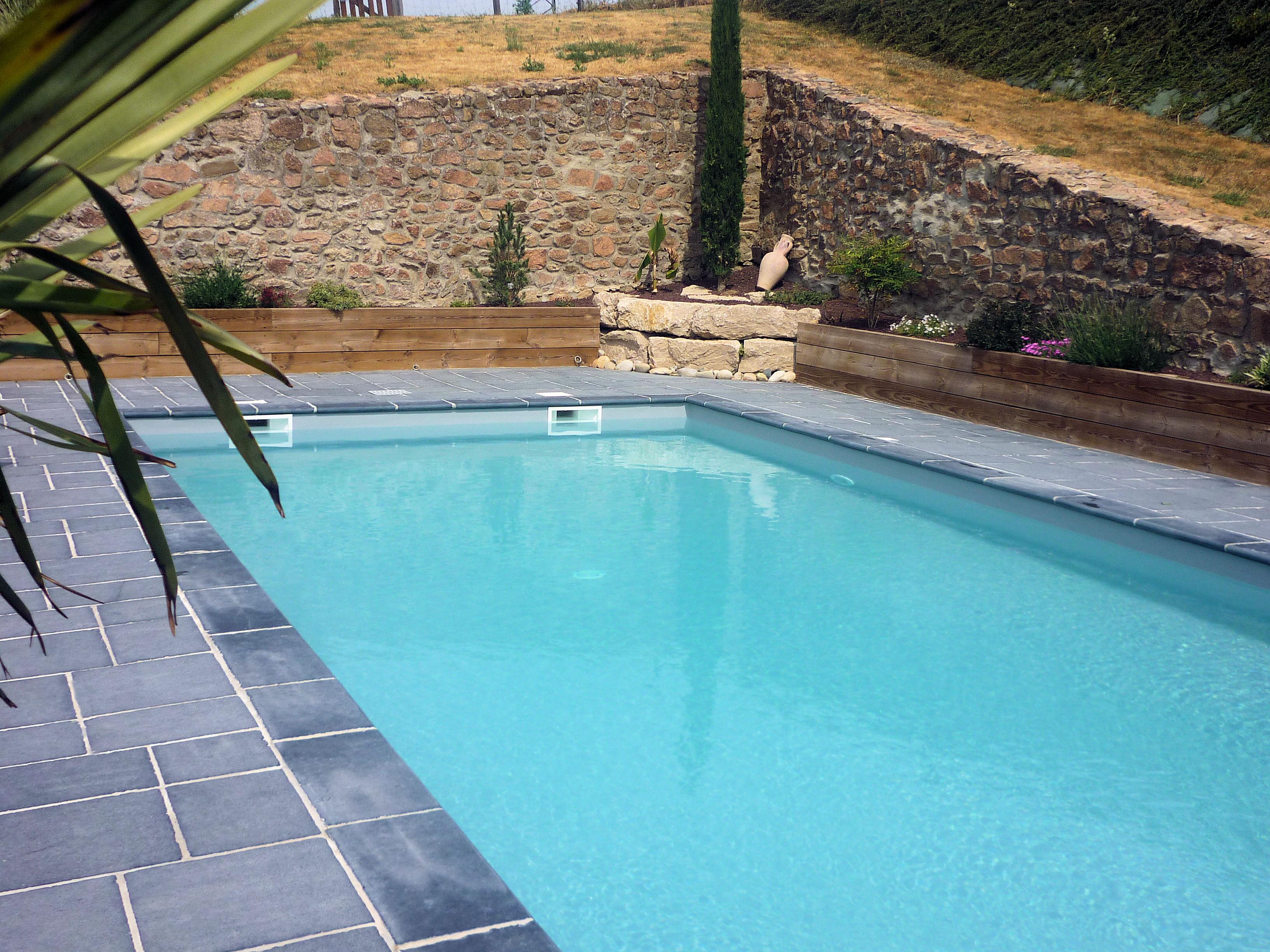 Piscine aux teintes de gris vert et bleu piscine - Piscine gris bleu perpignan ...