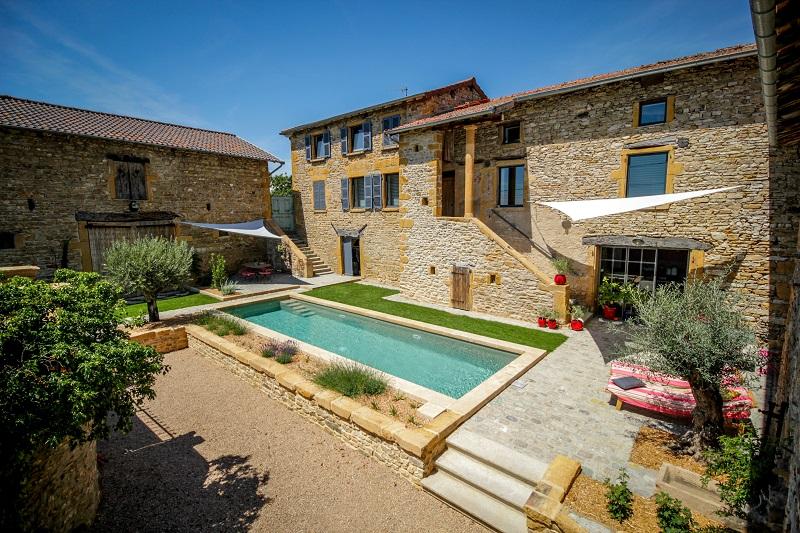 Un esprit bassin vert et bleu piscine for Bassin piscine pierre