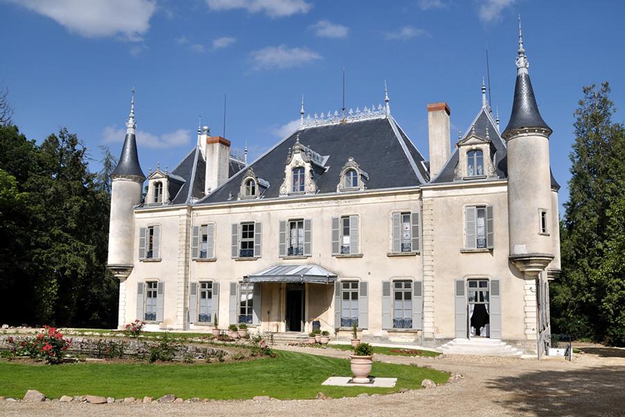 Piscine Au Coeur D Un Chateau Vert Et Bleu Piscine