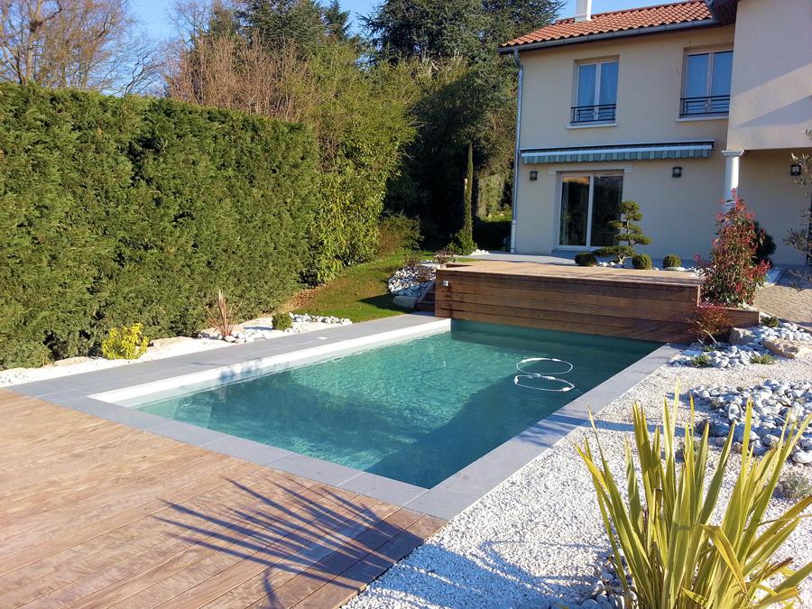 Piscine de charme vert et bleu piscine for Rideau piscine hors sol